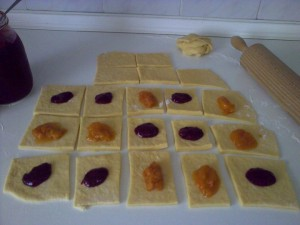 10 x 10 cm pieces with jam